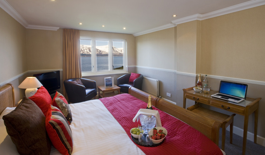 Welcome To The Hollytree Hotel And Swimming Pool Ideally Located In The Romantic Highlands Of